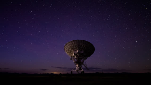Day to Night Time Lapse of a Telescope at the Very Large Array