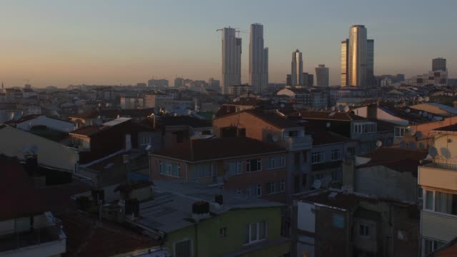 4k uhd day to night time-lapse of downtown istambul, turkey, during sunset - время дня стоковые видео и кадры b-roll