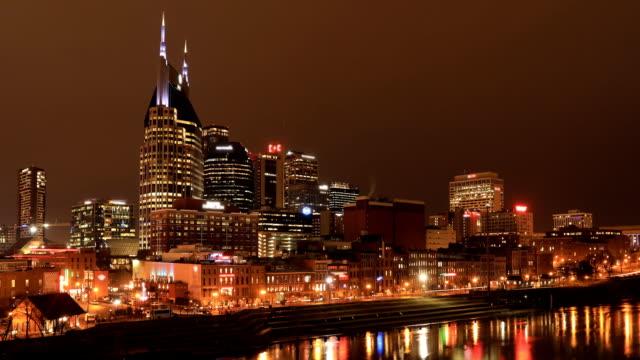 Dag aan nacht timelapse van Nashville, het centrum en de rivier van Tennessee video