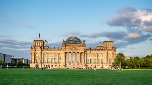 Day to Night Timelapse of Reichstag, Berlin
