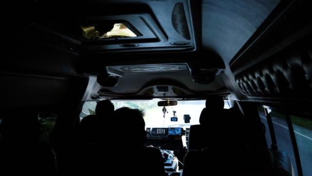 tagesausflug mit dem mini-van - van stock-videos und b-roll-filmmaterial
