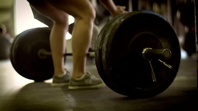 vídeos y material grabado en eventos de stock de dead ascensor - entrenamiento con pesas