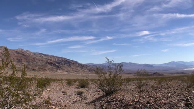vídeos de stock e filmes b-roll de paisagem do vale da morte - parque nacional do vale da morte
