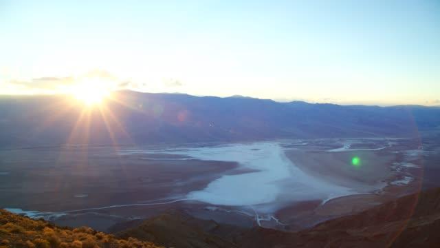 vídeos de stock e filmes b-roll de death valley national park - parque nacional do vale da morte