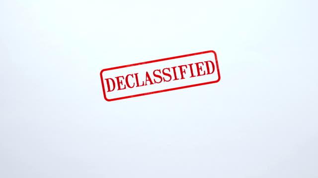 空白用紙の背景、無料アクセス、宣伝に刻印されて機密解除されたシール - クラシファイド広告点の映像素材/bロール