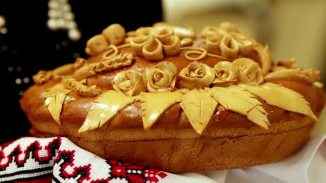 оформленный хлеб - славянская культура стоковые видео и кадры b-roll