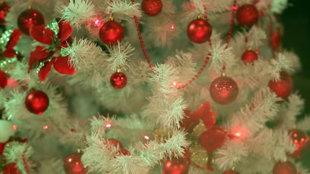 裝飾聖誕樹 - 人造的 個影片檔及 b 捲影像