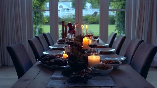 クリスマス ・ イヴにダイニングのタブレットを装飾 - テーブル 無人のビデオ点の映像素材/bロール