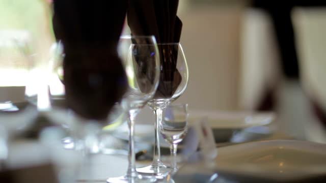 vidéos et rushes de décorées de table de mariage-séquences - banquet