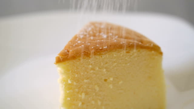 Decorating cheese cake with icing. video