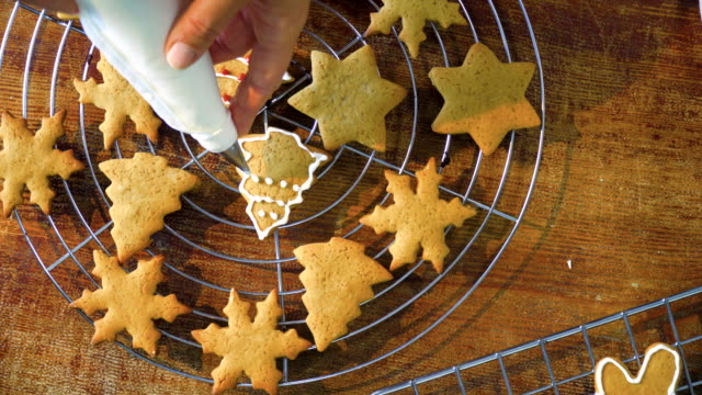 Decorating Christmas Cookies with Icing