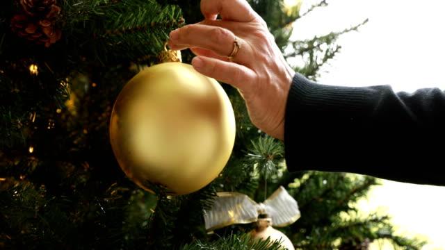 dekorera julgranen - christmas decorations bildbanksvideor och videomaterial från bakom kulisserna