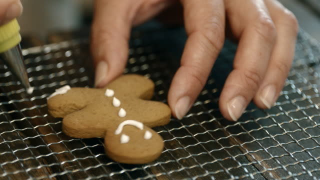 Decorating Gingerbread Cookies with Icing video