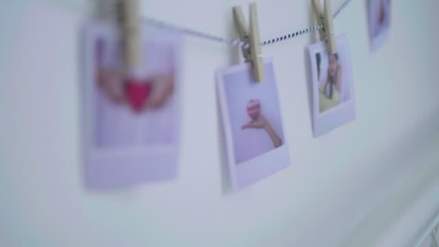 dekorera hemmet med foto - fotoram bildbanksvideor och videomaterial från bakom kulisserna