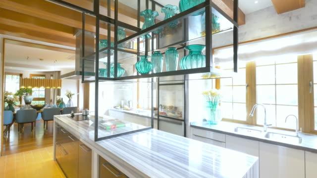 装飾と近代的なキッチンのデザイン - ヴィラ点の映像素材/bロール