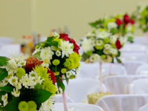 decoration of the table - blomsterarrangemang bildbanksvideor och videomaterial från bakom kulisserna