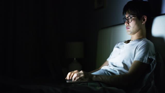 できるだけ多くの仕事をするために捧げられる - パソコン 日本人点の映像素材/bロール