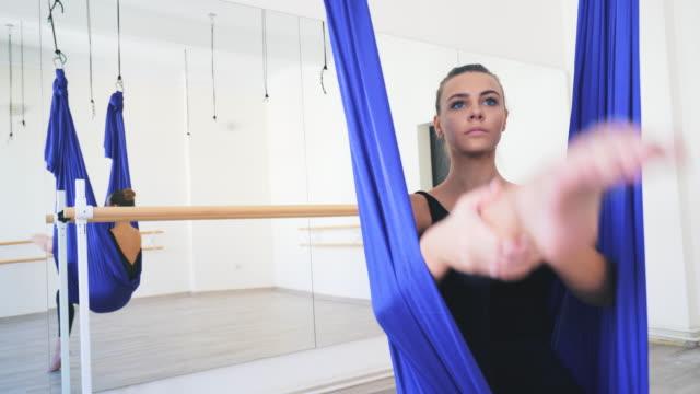 tillägnad min passion! - balettstång bildbanksvideor och videomaterial från bakom kulisserna