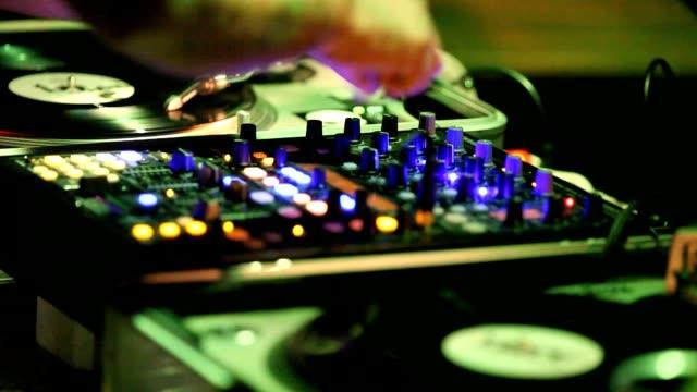 vídeos de stock e filmes b-roll de deejay hands at the music console at the party close up - ibiza