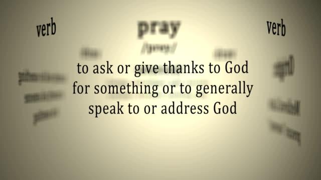 vídeos de stock, filmes e b-roll de definição: rezar - primeira comunhão