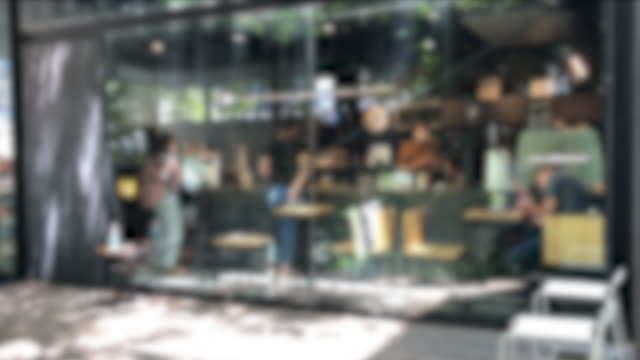 カフェやオフィスで働く人々の焦点を下す - カフェ文化点の映像素材/bロール