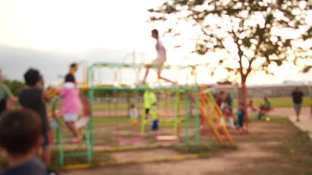 vídeos y material grabado en eventos de stock de desenfoque el patio de recreo - patio de colegio