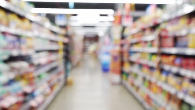 defocus promenad i supermarket - dagligvaruhandel, hylla, bakgrund, blurred bildbanksvideor och videomaterial från bakom kulisserna