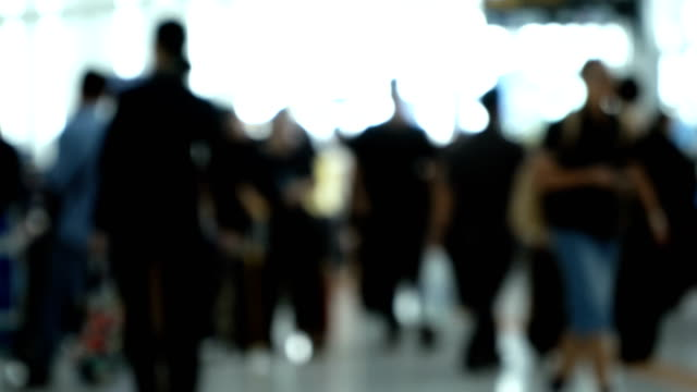 defocused shot of mildly crowded airport - grandangolo tecnica fotografica video stock e b–roll