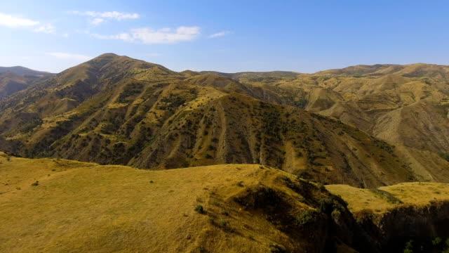 360-grad ansicht des kleinen bergdorfes halidzor, syunik provinz von armenien - panorama stock-videos und b-roll-filmmaterial