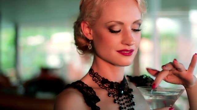 deliziosa ciliegia - martini video stock e b–roll