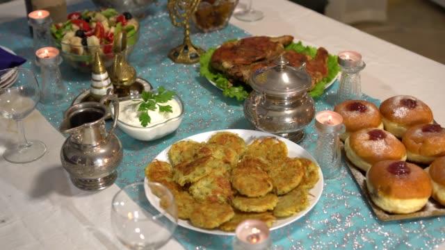 vídeos y material grabado en eventos de stock de una deliciosa cena. configuración de la tabla para chanukah. tradiciones judías festivas - hanukkah