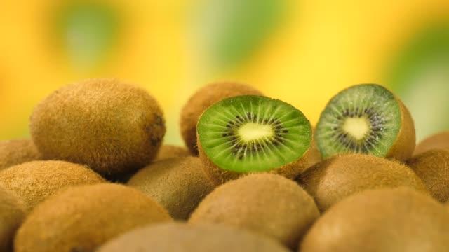 läcker färsk kiwi - kiwifrukt bildbanksvideor och videomaterial från bakom kulisserna
