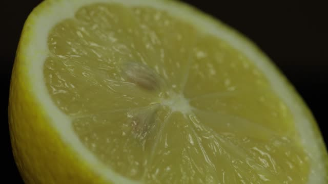 delicious lemon cut for squeezing fresh juice. lemon half - сжимать стоковые видео и кадры b-roll