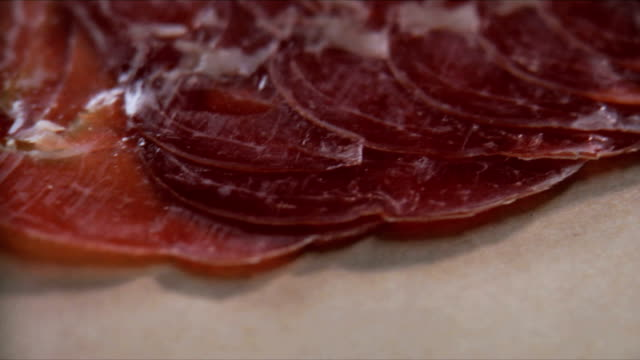 vídeos y material grabado en eventos de stock de deliciosos aperitivos de carne - comida salada