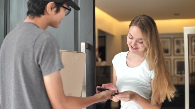 Livraison à domicile - Vidéo