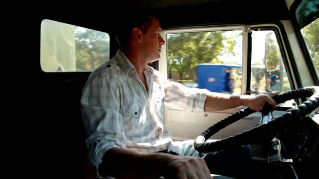 Conductor de camión de reparto - vídeo
