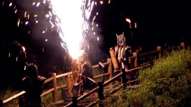 vídeos de stock, filmes e b-roll de hd: demons fogo show (vídeo - tradição