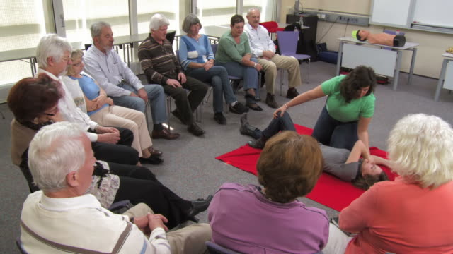 HD: Demonstrating CPR Recovery Position