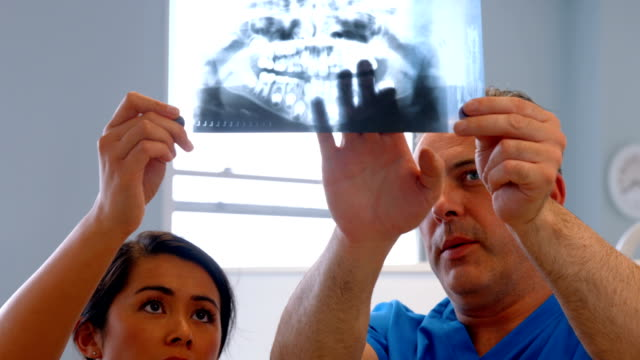 Dentist discussing patients teeth xray video