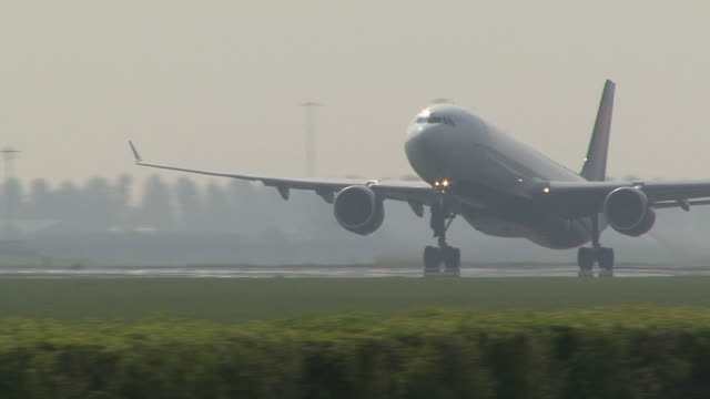 departure of airplane from runway video
