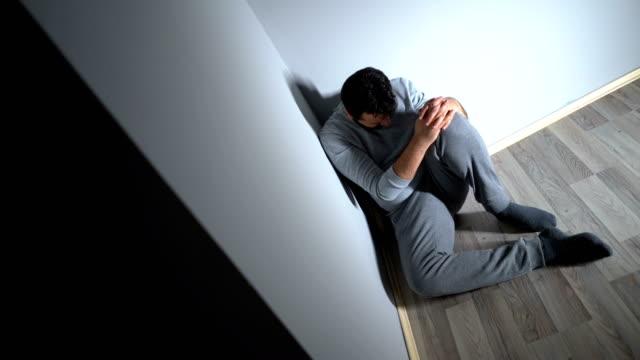우울증 - 앉음 스톡 비디오 및 b-롤 화면
