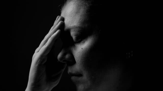 depression - violenza sulle donne video stock e b–roll