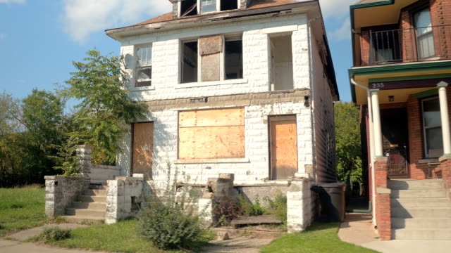 CLOSE UP Derelict decaying home next to beautiful semi-detached house in Detroit video