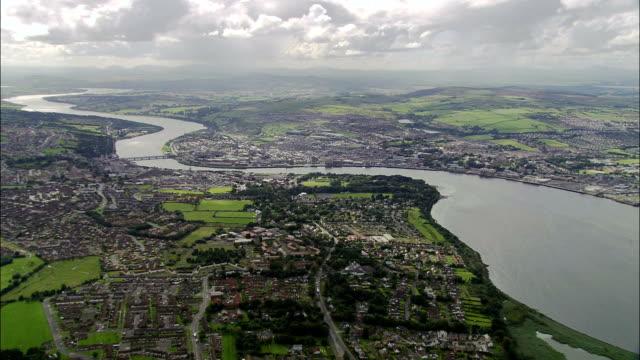 дерри-вид с воздуха-северной ирландии, великобритания - графство дерри стоковые видео и кадры b-roll
