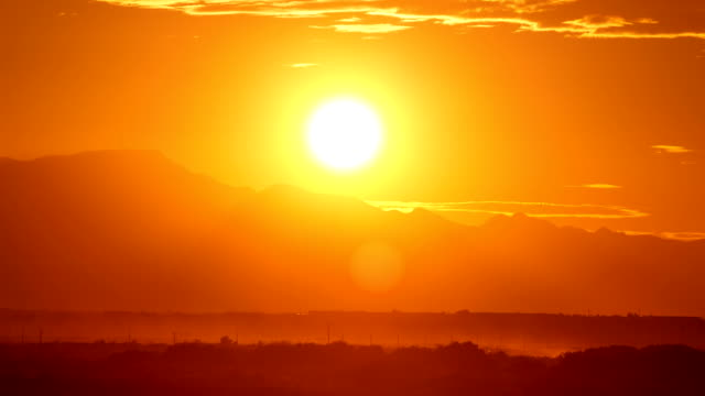 Lapso de tempo do pôr do sol no deserto - vídeo