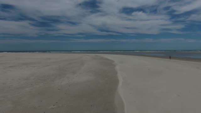 deserted beach - побережье мексиканского залива сша стоковые видео и кадры b-roll