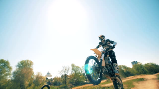 deserted landscape with an fmx-rider performing a trick - motocross video stock e b–roll