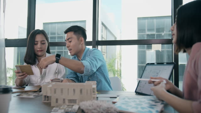 Video Designer suggest Construction materials to young couple