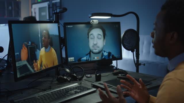 vídeos y material grabado en eventos de stock de diseñadores que tienen videollamada - coordinación