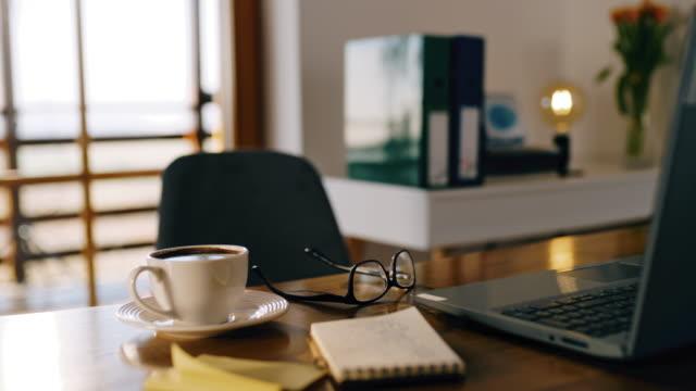 vídeos y material grabado en eventos de stock de ds desk listo para trabajar desde casa durante el tiempo de autoaislamiento - escritorio